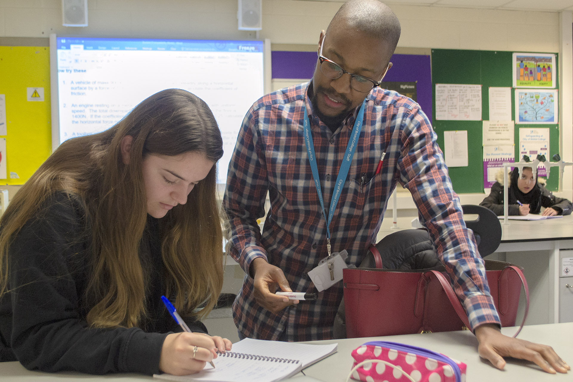 Forensic Since - Student & tutor discussing work
