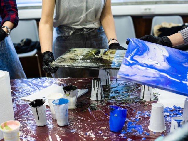 An art therapy class